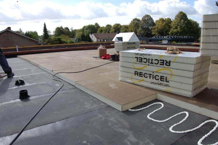 Het isoleren van een plat dak